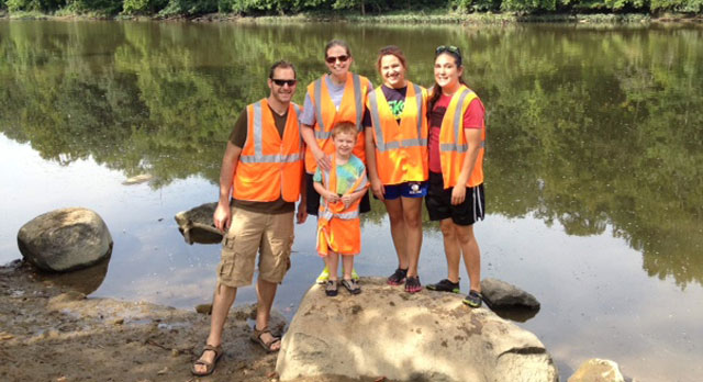 volunteer-river-clean-up